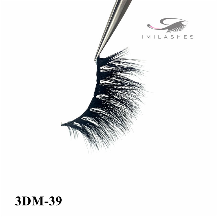 Volume lash application and classic lash extensions -D