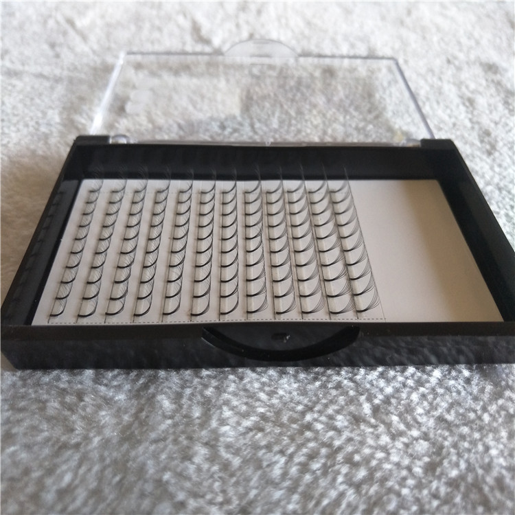Chinese Eyelashes Vendor Wholesale Per-made Fans Eyelashes in a Good Quality