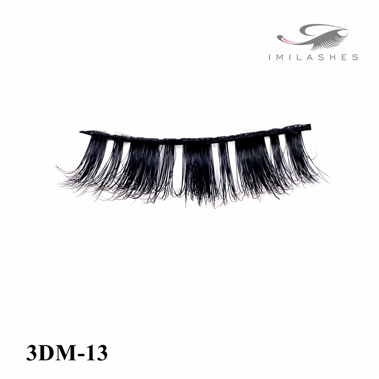 Appropriating for both younger and mature women to put on lashes wholesale-V